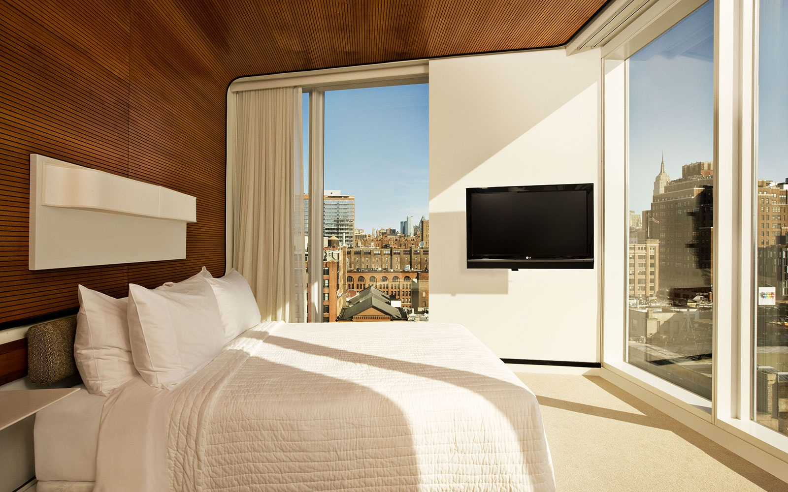 Weekend getaways in nyc like Standard Hotel on the KR Edit